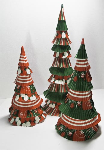 Cupcake Liner Christmas Trees in Traditional Red & Green